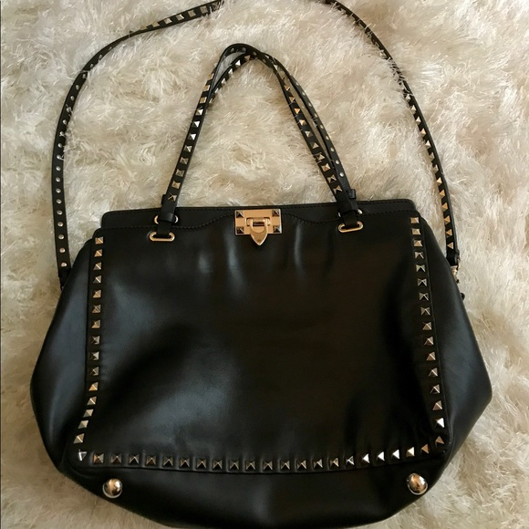 4d30ab8eab Authentic Valentino Garavani Rockstud medium tote.  M_5aac2773fcdc31760d193f04